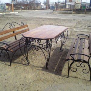 кованые лавочки со столом