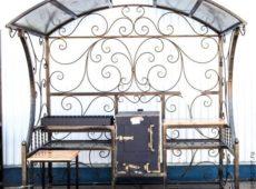 кованый мангал с крышей и скамейкой - от 30 000 руб.