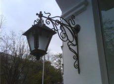 кованый фонарь фасадный