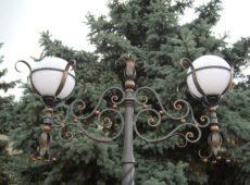 кованые фонари на столбе