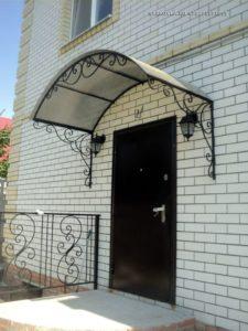 Кованые козырьки над входом