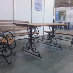 Кованый стол с лавками